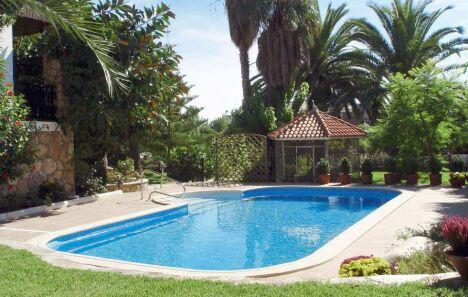 "Piscine ""Barbara"" Waterair, avec palmiers et végétation<span class=""normal italic petit"">© Waterair</span>"
