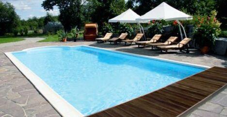 piscine béton terrasse bois oceania pelouse