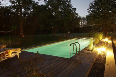 """Piscine BIOTOP - Baignade écologique de nuit<span class=""""normal italic petit"""">© Living-Pool de BIOTOP - www.baignade-ecologique.com</span>"""