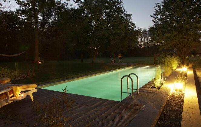 Piscine BIOTOP - Baignade écologique de nuit © Living-Pool de BIOTOP - www.baignade-ecologique.com