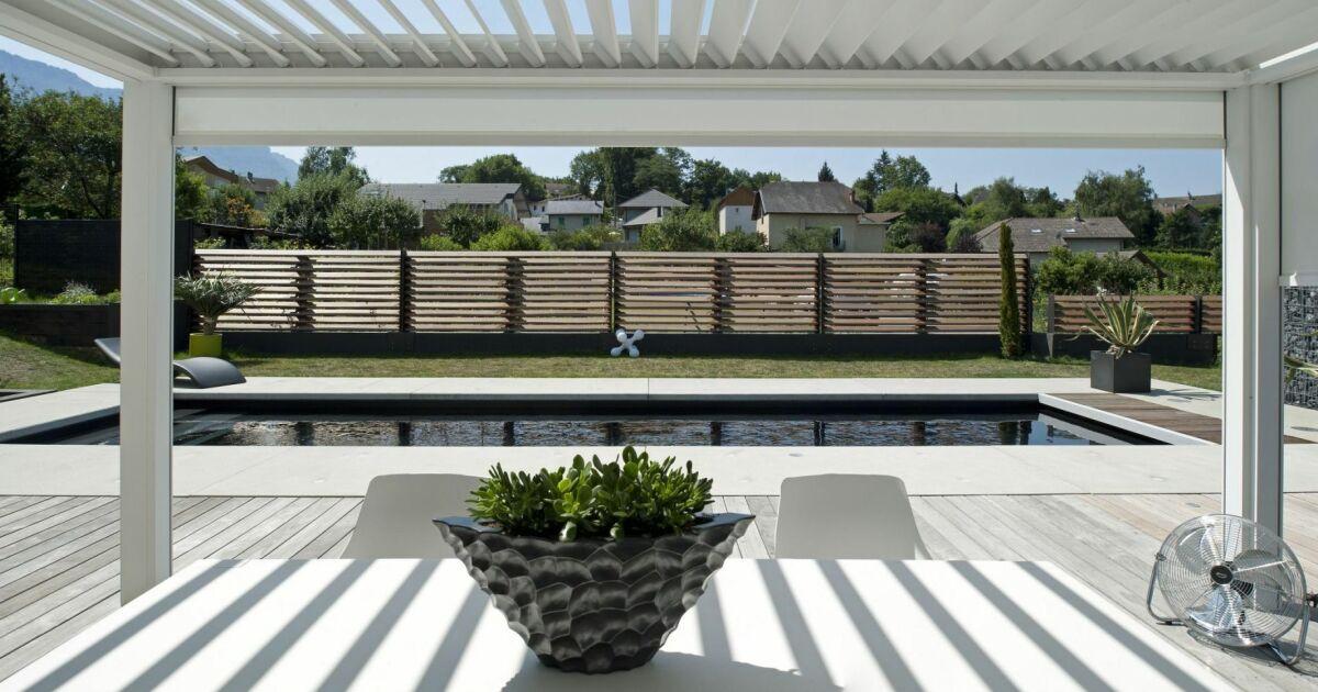 Photo de piscines avec terrasse salon de jardin for Simulateur jardin