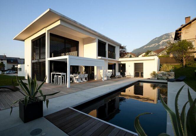 photos de piscines avec rev tement liner noir sombre piscine black white photo 4. Black Bedroom Furniture Sets. Home Design Ideas