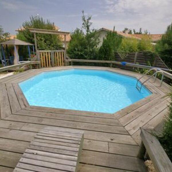 Tous les types de piscines en bois for Construction piscine en bois