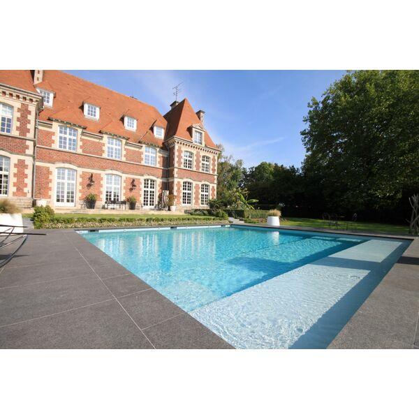 piscine carr e en b ton ma onn par carr bleu piscine enterr e piscines carr bleu. Black Bedroom Furniture Sets. Home Design Ideas