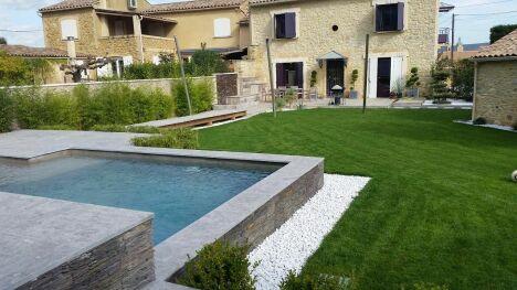 """piscine avec jardin aménagé dans chambre d'hôtes sud <span class=""""normal italic petit"""">© groupe by hdp</span>"""
