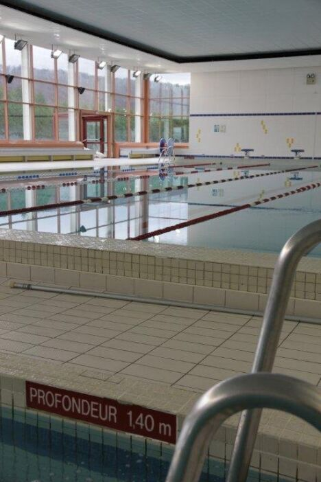 """Les baies vitrées de la piscine Kaufmann à Champigneulles offrent une belle luminosité.<span class=""""normal italic petit"""">DR</span>"""