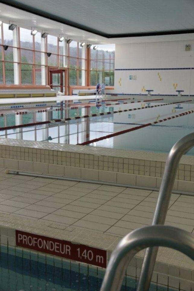 Les baies vitrées de la piscine Kaufmann à Champigneulles offrent une belle luminosité.