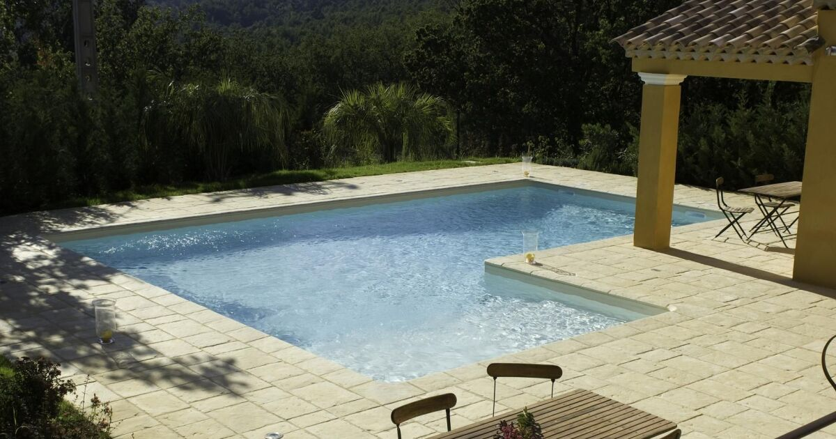 Photo de piscines avec terrasse salon de jardin for Prix piscine aquilus