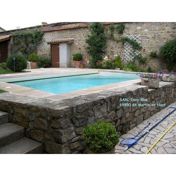 Piscine easy blue saint martin en haut pisciniste for Construction piscine rhone