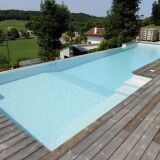 Piscine rectangulaire avec mur de débordement Piscines de France
