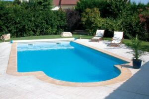 Piscine coque polyester Corail fond plat