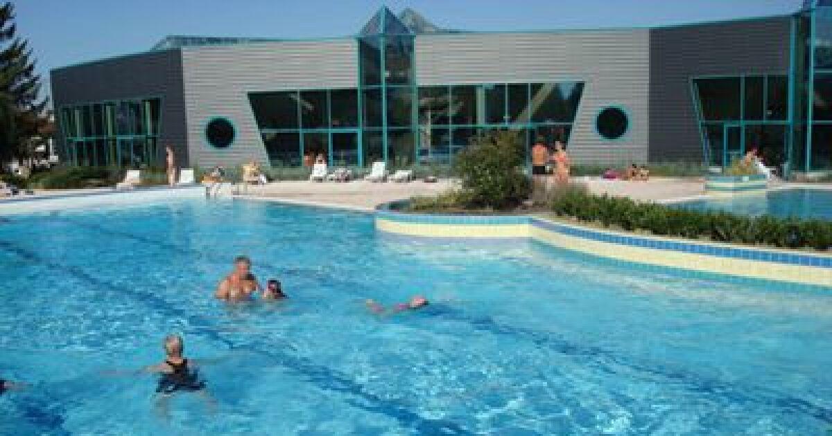 Piscine la ch tre horaires tarifs et photos guide for Tarif de la piscine