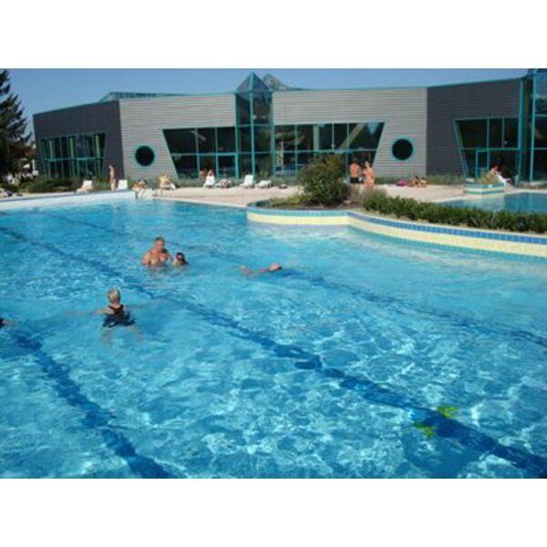 Piscine la ch tre horaires tarifs et photos guide - Petite piscine couverte ...