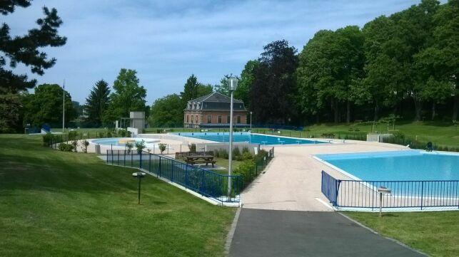 Le solarium engazonné de la piscine d'Altkirch