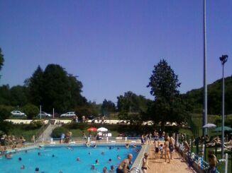 La piscine d'Aurignac, très prisée en été