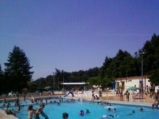 Le grand bassin de la piscine d'Aurignac