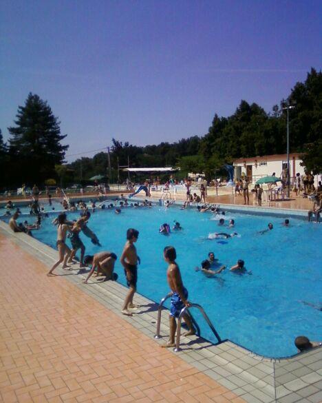 "Le grand bassin de la piscine d'Aurignac <span class=""normal italic petit"">DR</span>"