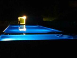 Le piscine d'Azerat éclairée de nuit