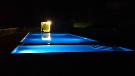 """Le piscine d'Azerat éclairée de nuit<span class=""""normal italic petit"""">DR</span>"""
