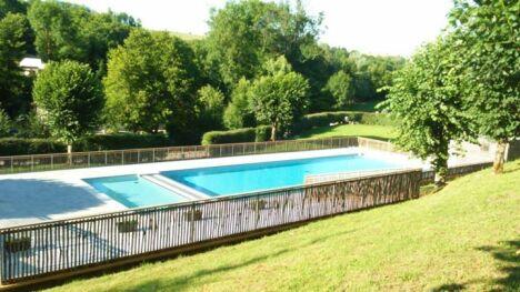 "Piscine d'Azerat : les deux bassins<span class=""normal italic petit"">DR</span>"