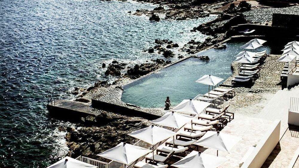 Piscine d'eau de mer de l'Hôtel des Roches Rouges à St-Raphaël© Hôtel des Roches Rouges