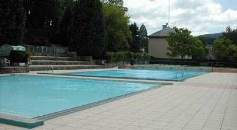 le grand bassin de la piscine d'Eymoutiers