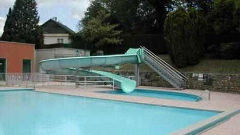 La piscine d'Eymoutiers et son toboggan