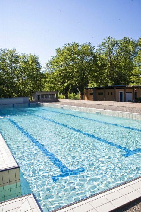 Piscine de Thurins : le grand bassin sportif.