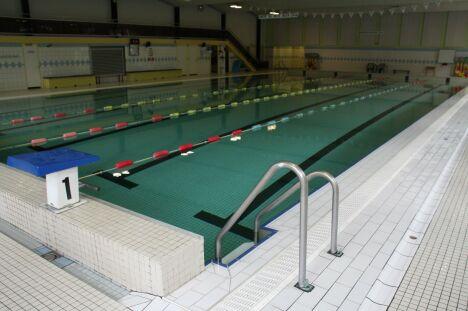"""Piscine de Kerhallet à Brest : le bassin de natation et les différentes lignes d'eau.<span class=""""normal italic petit"""">DR</span>"""
