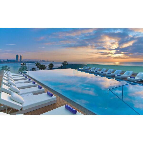 10 plus belles piscines d bordement du monde for Piscine w barcelone
