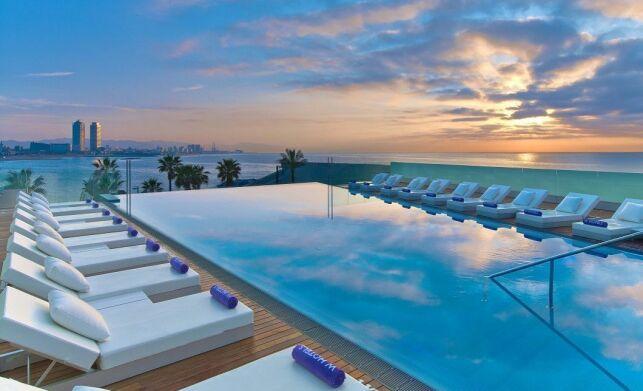 Piscine de l'hôtel W Barcelona, en Espagne
