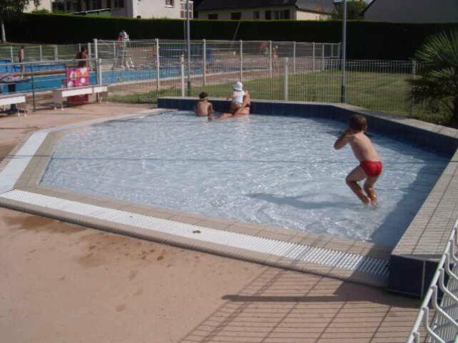 La pataugeoire pour les enfants à la piscine de La Cheze