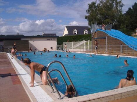 "Piscine de La Cheze : le grand bassin<span class=""normal italic petit"">DR</span>"
