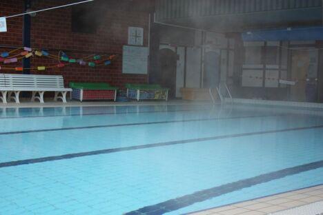 """Piscine de la Moselotte à Vagney : le bassin de 25m permet de faire des longueurs dans les différentes lignes d'eau.<span class=""""normal italic petit"""">DR</span>"""