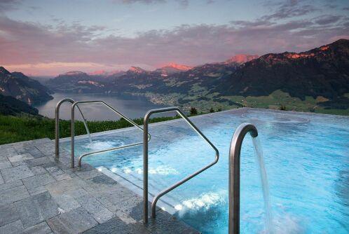 Piscine de la Villa Honegg, en Suisse