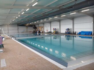 Les deux bassins de la piscine de Lavit.