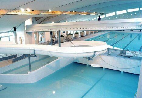 """Le toboggan de la piscine Aquarive à Quimper<span class=""""normal italic petit"""">DR</span>"""