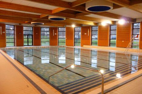 Le bassin de natation de la piscine de Lure