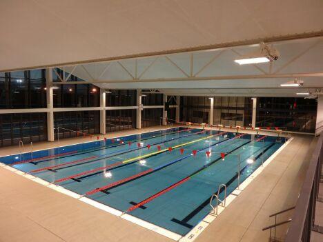 """Le bassin de 25m de la piscine de Malbentre à Pujols<span class=""""normal italic petit"""">DR</span>"""