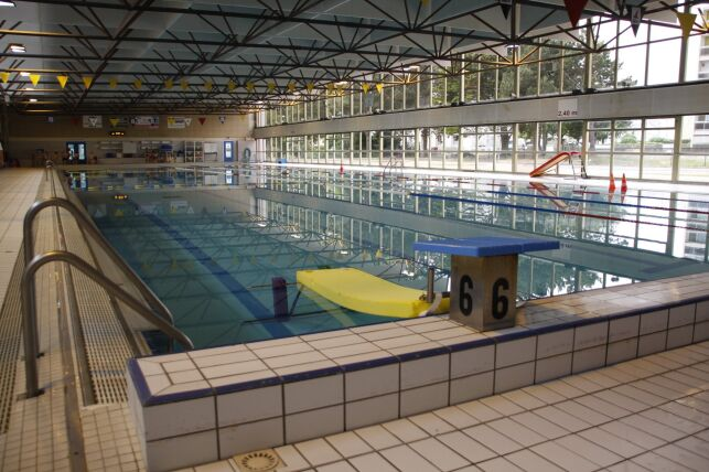 Le bassin de la piscine Recouvrance à Brest est équipé de plots pour les plongeons.