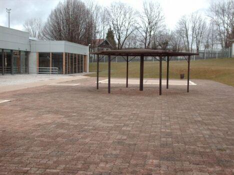 """La piscine de Valdahon, vue de l'extérieur.<span class=""""normal italic petit"""">DR</span>"""