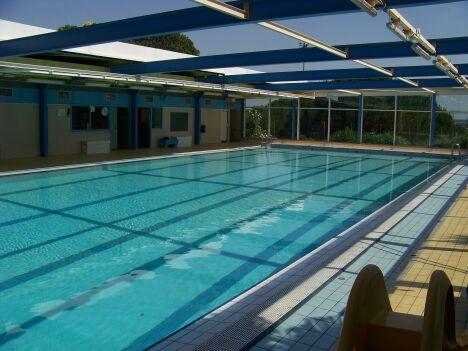 """La piscine des Iris à Nîmes est équipée de plusieurs lignes d'eau, idéales pour faire des longueurs.<span class=""""normal italic petit"""">© Ville de Nîmes</span>"""