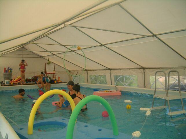 Piscine à Arc et Senans : les cours de bébés nageurs