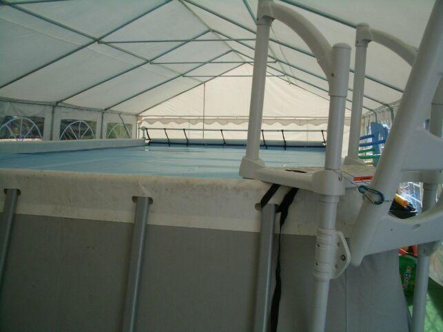 La piscine du maître nageur Laboureyas à Arc et Senans est équipée d'une échelle d'accès sécurisé.