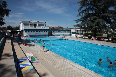 """Piscine du Rhodia Club à Salaise sur Sanne<span class=""""normal italic petit"""">DR</span>"""