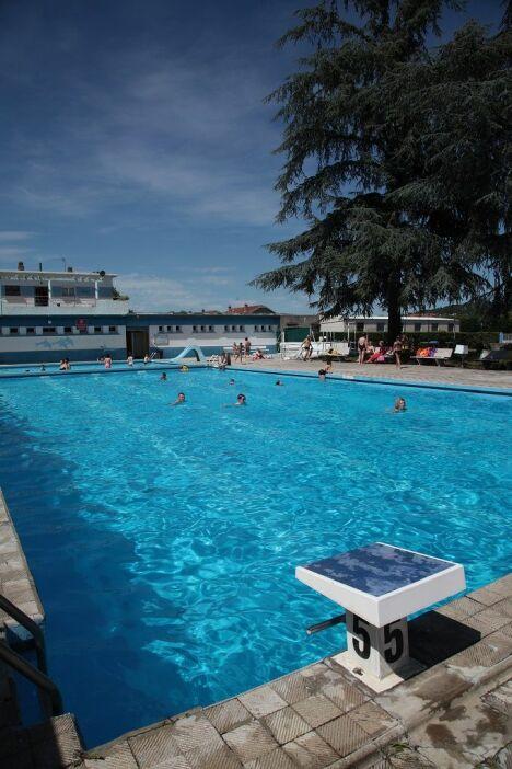 piscine du rhodia club salaise sur sanne horaires tarifs et t l phone. Black Bedroom Furniture Sets. Home Design Ideas