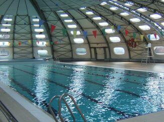 Le bassin de natation de la piscine à Sorbiers