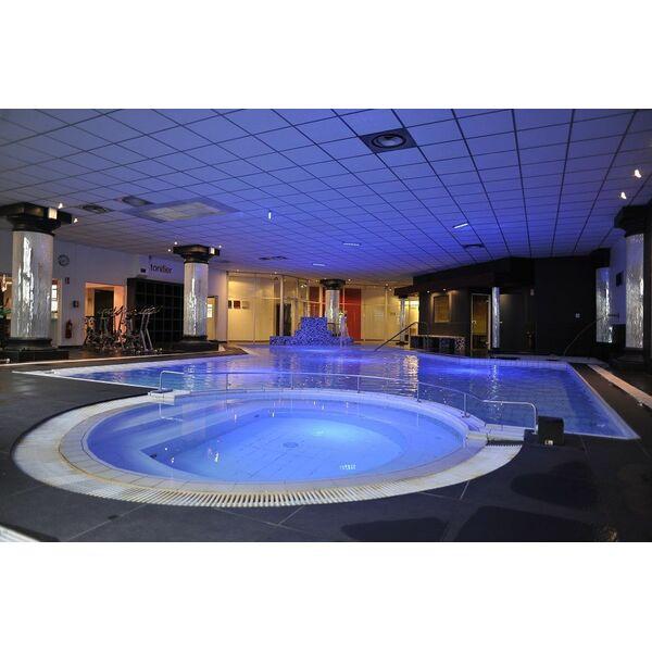 Salle de fitness wellness sport club villeurbanne for Piscine de salles horaires