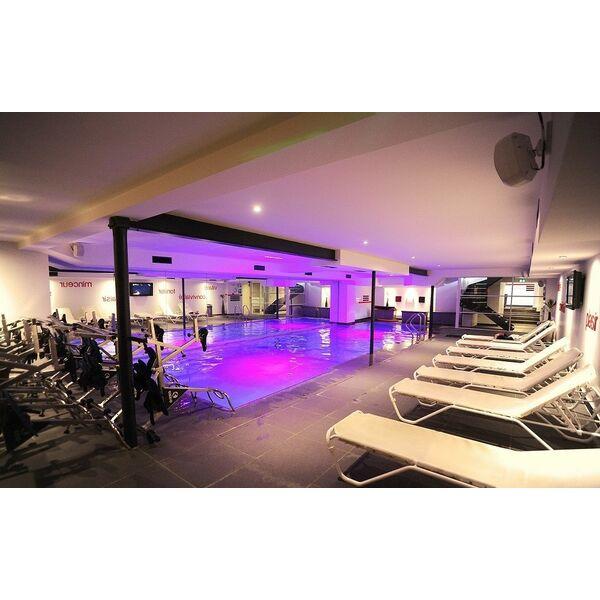 Salle de fitness wellness sport club tassin la demi lune for Club piscine sport fitness