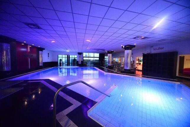 Piscine du Wellness Sport Club, salle de fitness à Villeurbane